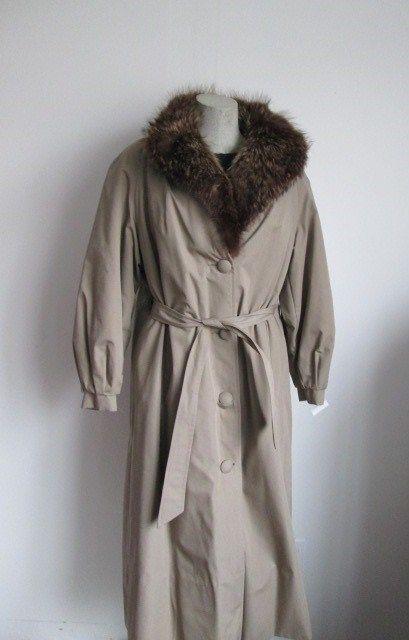 Women's Sz 6 8 SALE Raincoat with Raccoon Fur Collar &  Lining SUPERB