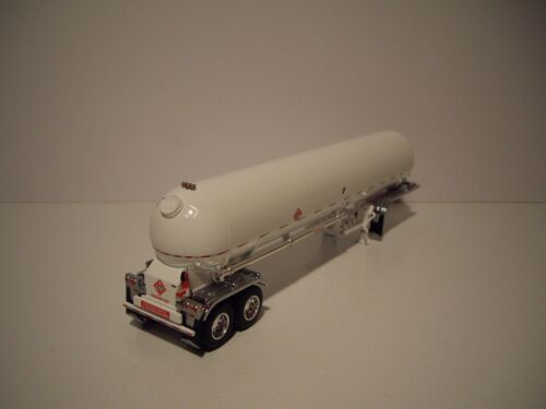 DCP FIRST GEAR 1//64 WHITE MISSISSIPPI LPG TANKER WITH CHROME FENDERS