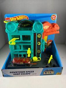 Hot Wheels City Downtown Speed Shop Dinosaur Escape Playset Car NEW Damage box