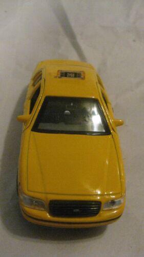 Jaune Taxi Cab en Un 143 Echelle Miniature Par Welly C 1999 Crown Victoria N.y