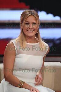 Helene-Fischer-Pop-Songs-Music-TV-Photo-7-7-8x11-13-16in-No-Autograph-Be-54