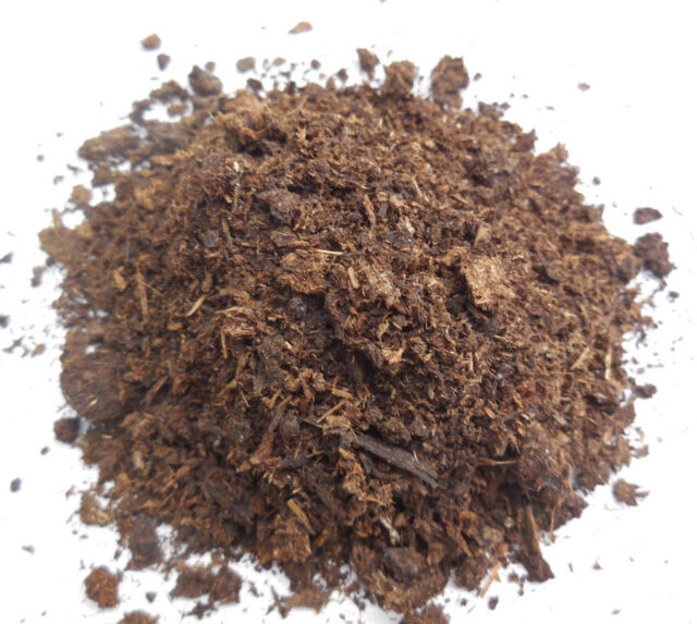 5 Quarts All Natural Cow Manure Fertilizer- Aged and Dried- Nearly Odorless