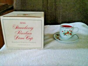 1978-AVON-STRAWBERRY-PORCELAIN-DEMI-CUP-WITH-CANDELETTE-QUANTITY-3