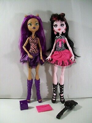 Lot Of 2 Monster High Dolls Clawdeen Wolf Picture Day Draculaura Ebay