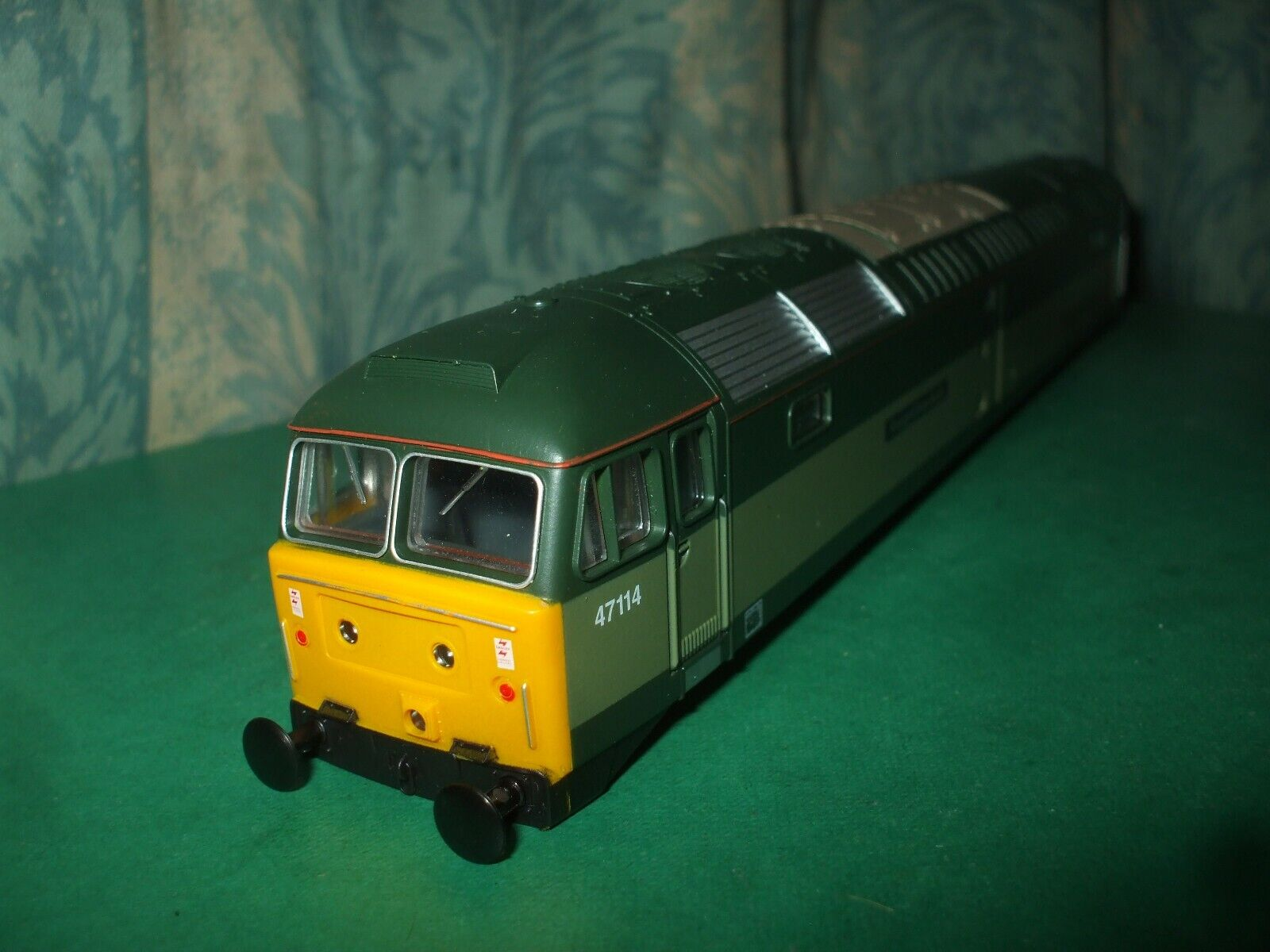 LIMA CLASS 47 TWO TONE verde LOCO BODY ONLY - FREIGHTLINER BULK