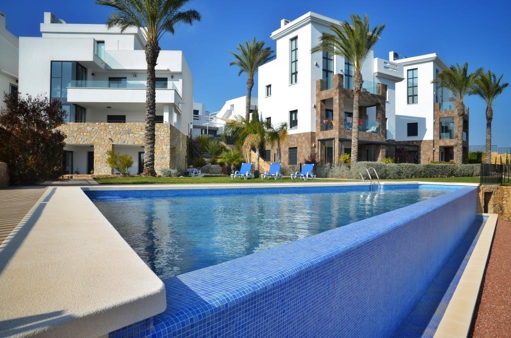 Costa Blanca South: 2 Bed G/F Apt - Wi-Fi + Pool +...