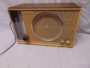 Vintage-Zenith-AM-FM-shelf-Radio-H-845-Made-in-USA-35-watts-117-V-Chassis-8H20