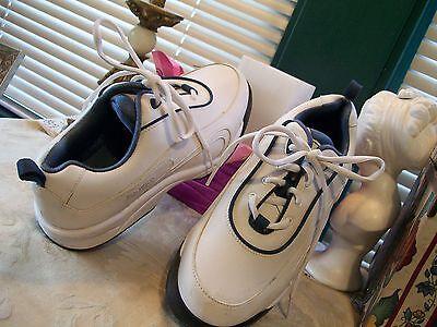 Women's FootJoy GreenJoys Lace Up Golf Shoes SZ 9M White & Navy Blue Excellent
