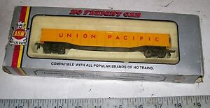 Vintage-AHM-HO-SCALE-UNION-PACIFIC-UP-GONDOLA-FREIGHT-CAR-WITH-ORIGINAL-BOX