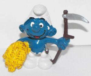 20145 Farmer Smurf 2-inch Vintage Plastic Figurine Smurf Farming Hay Pitchfork