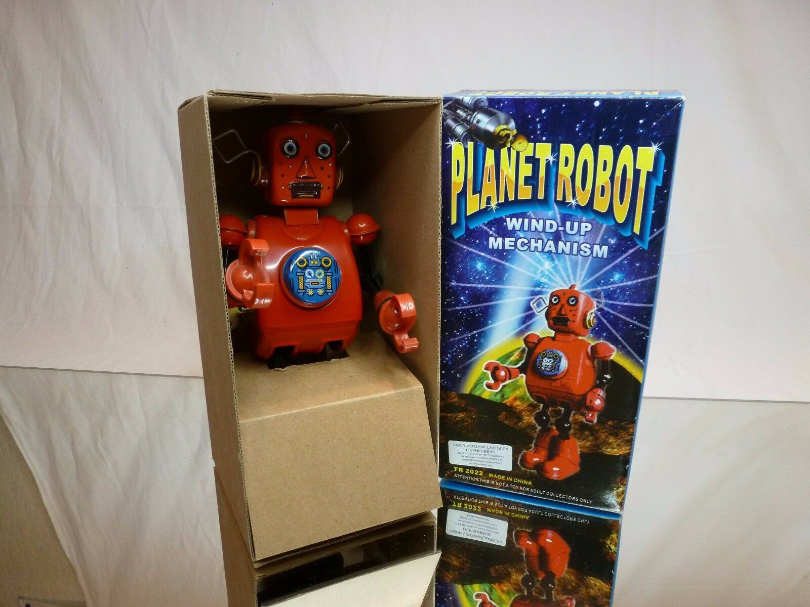 TIN  TOY - PLANET ROBOT - WIND UP MACHANISM- rouge H23.0cm -  GOOD IN BOX  vente avec grande remise