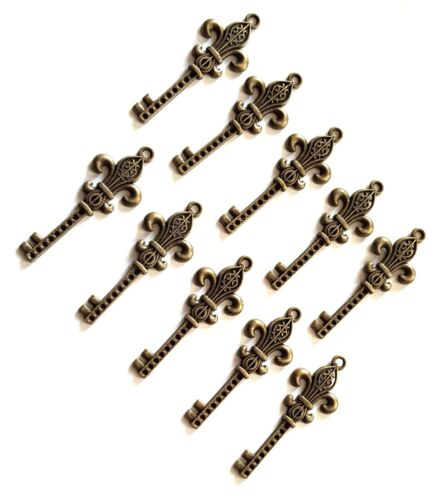 10 METAL KEYS//PENDANTS//CHARMS-FLEUR DE LIS KEY-CRAFT//48MM-VTG-ANTIQUE BRONZE OLD