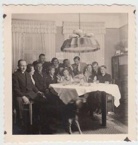(f19918) Orig. Photo Personnes à Table Dans La Chambrée, Louche 1939-afficher Le Titre D'origine Limpide à Vue