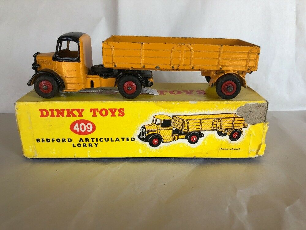 DINKY 409, Bedford Articulated Lorry in original box, good condition.