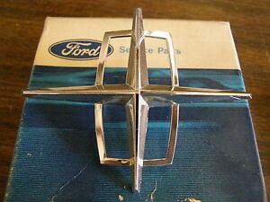 NOS-1971-Lincoln-Town-Car-Header-Panel-Ornament-Emblem-Star
