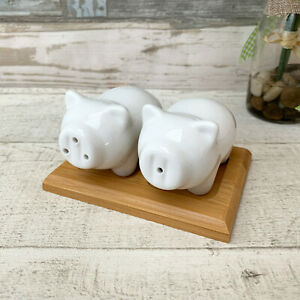 White-Ceramic-Standing-Pig-Salt-amp-Pepper-Novelty-Cruet-Set-amp-Bamboo-Wood-Base