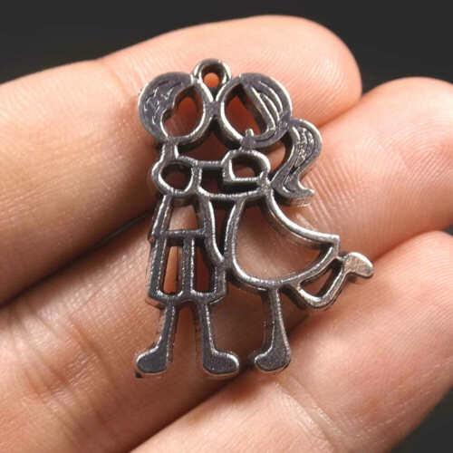 10 Pendentifs Breloques Amoureux Love Danse 31mm x 24mm en métal argenté