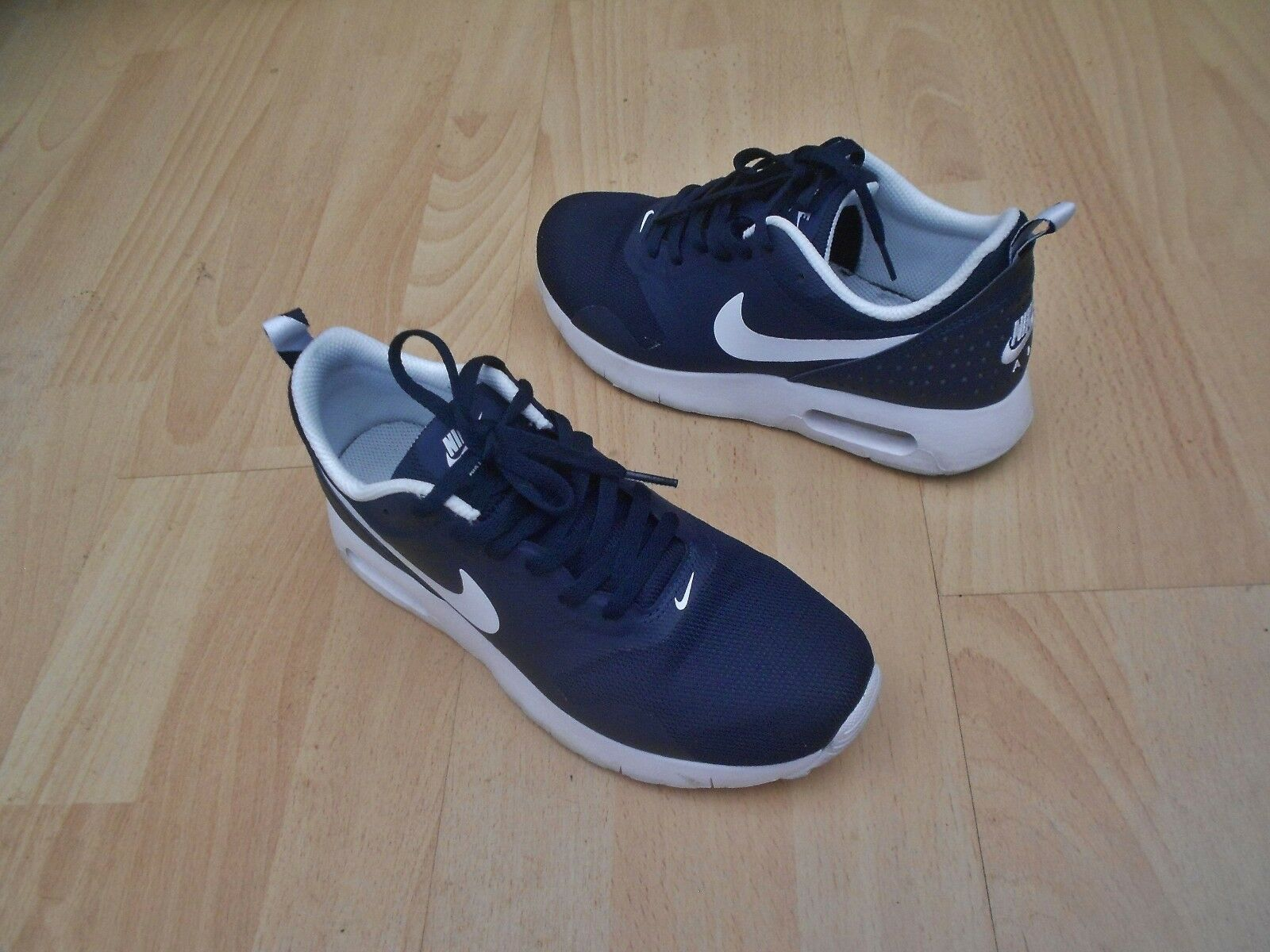 AIR MAX TAVAS TRAINERS UK SIZE 4 - IN GOOD CONDITION