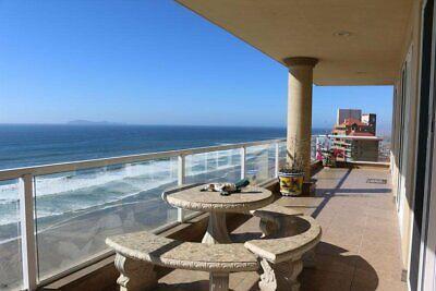 Condominio a la venta Centro Rosarito frente al mar en último piso acceso a playa arenosa