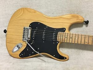 2004 fender stratocaster guitar lite ash body maple neck seymour duncan korea ebay. Black Bedroom Furniture Sets. Home Design Ideas