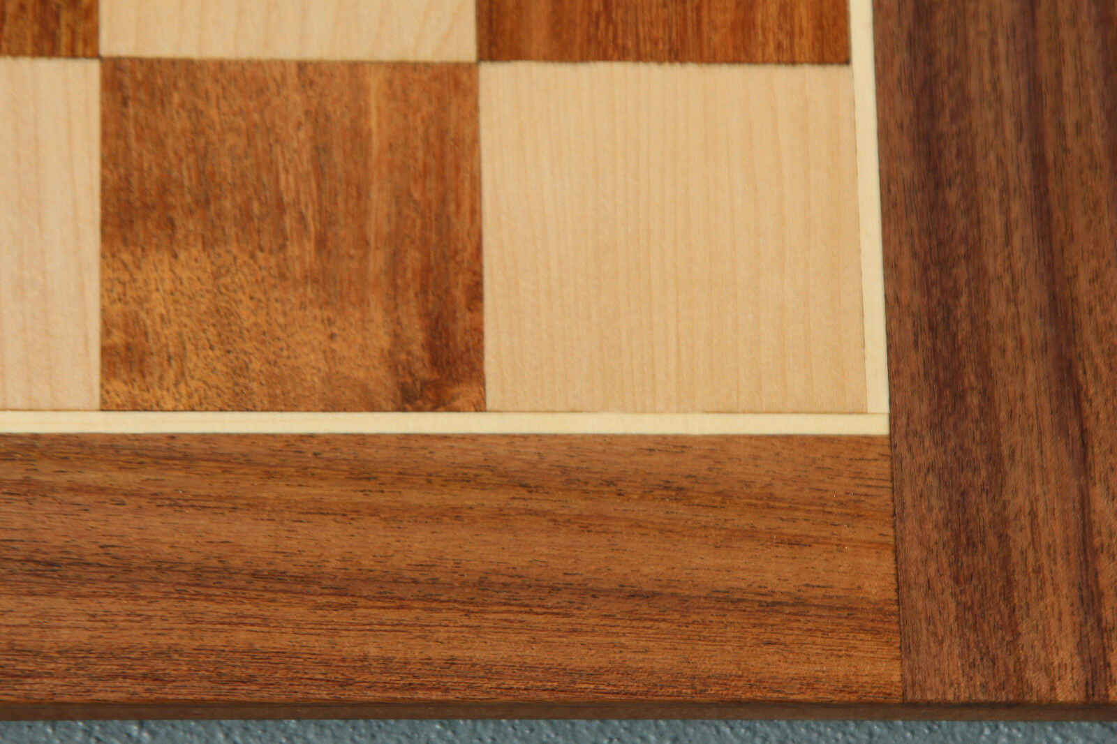 20  Tournament Acacia and Boxwood chessboard with 2 1 16  squares. Brand New