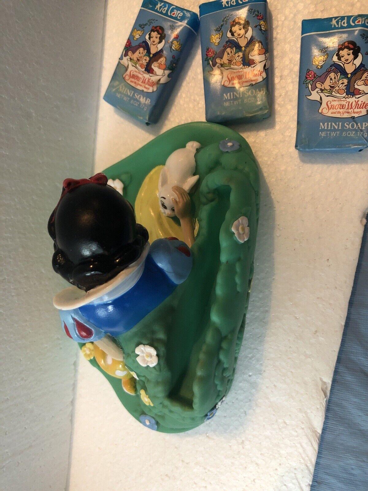 Vintage Snow White Floating Soap Dish {Plastic 1990s Disney Tsumura The Walt Disney Company} Snow White seven Dwarfs Soap Dish Container Toy