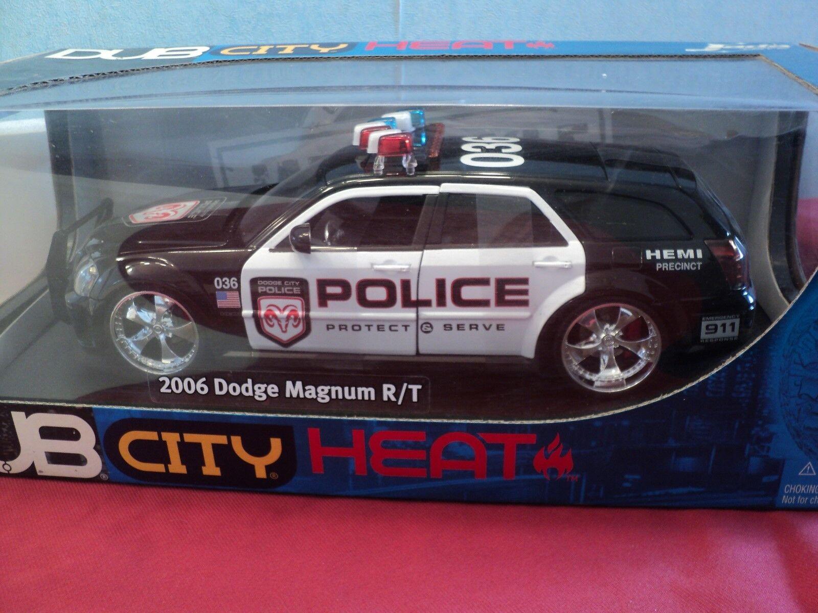 Jada 2006 Dodge Magnum R T  POLICE  NIB 1 18 scale 2005  release  no longer made