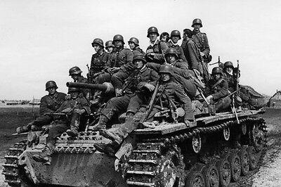 WWII B&W Photo German Panzer III Russia 1942  WW2 World War Two Wehrmacht /4048