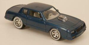 Johnny-Lightning-039-83-Chevrolet-Monte-Carlo-SS-Blue-1983-1988-Body-Style