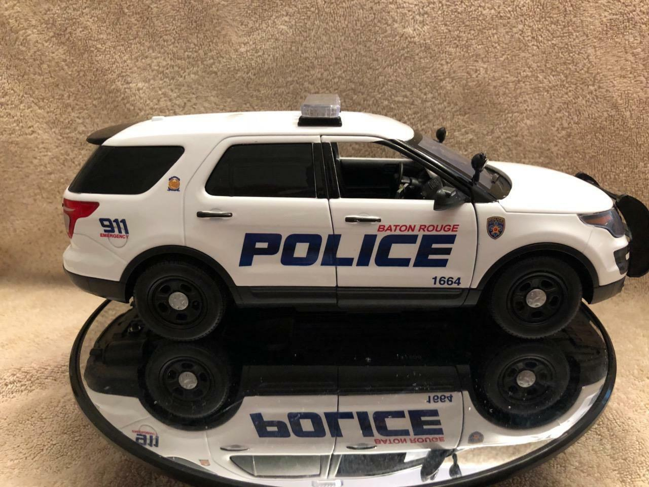 1 18 SCALE BATON red LA POLICE SUV MODEL WITH WORKING LIGHTS AND SIREN