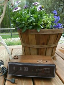 Panasonic Flip Clock Radio RC-6030 AM FM Alarm Vintage Groundhog Day Wood grain