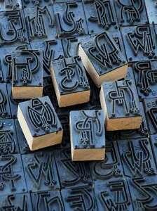 Jugendstil-Waeschestempel-Monogramm-Schablone-Textilstempel-Stoff-Weissstickerei