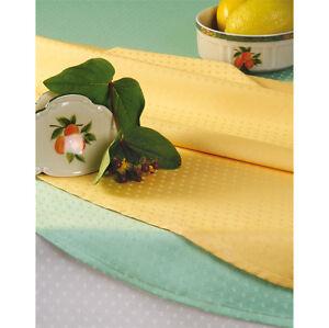 Damast-Tischdecke-Punktmuster-dezent-und-klassisch-Groesse-Farbe-frei-waehlbar