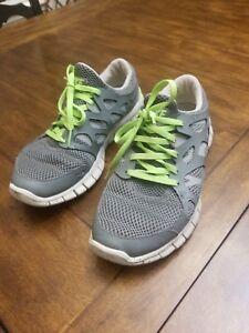 huge selection of 6fe16 1e4b9 Details about Nike FREE RUN 2 - Women's 9 running shoes gray w neon green