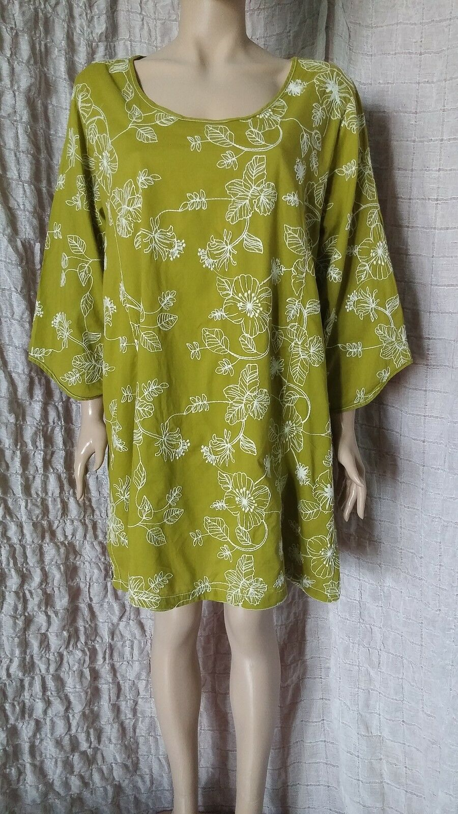 Uno Danmark cotton green with  white floral embroidered dress tunic size 3, XL
