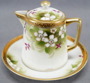 Nippon-Morimura-Hand-Painted-White-Wild-Rose-Scrollwork-amp-Moriage-Syrup-Pitcher