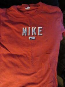 Détails sur Red Nike vintage rare 80 S double Swoosh Shadow Lettre spellout Logo T SHIRT M L afficher le titre d'origine