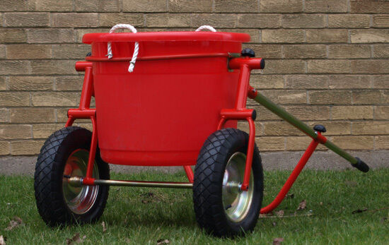 15 GALLON WHEEL BARROW WATER CARRIER BARROW TRAILER EQUESTRIAN STABLE 69ltr zbl