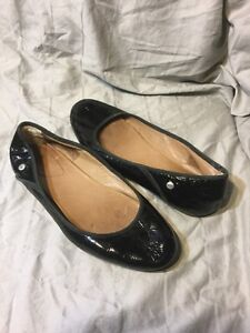 Image is loading UGG-ANTORA-II-BLACK-Patent-LEATHER-BALLET-FLATS-