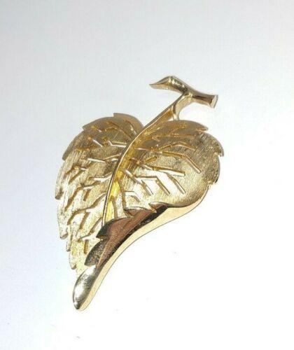 Beautiful Vintage Gold tone Leaf brooch