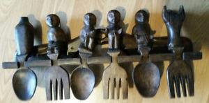 Artisanat Africain / étagère Cuillères /fourchettes Bois