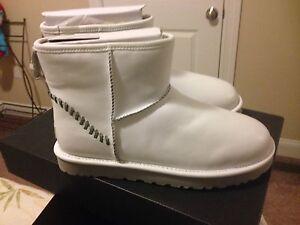 NIB-Men-039-s-UGG-mini-Deco-white-boots-men-039-s-size-10