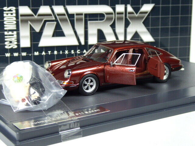 (KI-12-19) Matrix Porsche 911 Troutman Limousine with and Groom in 1 43 in Boxed