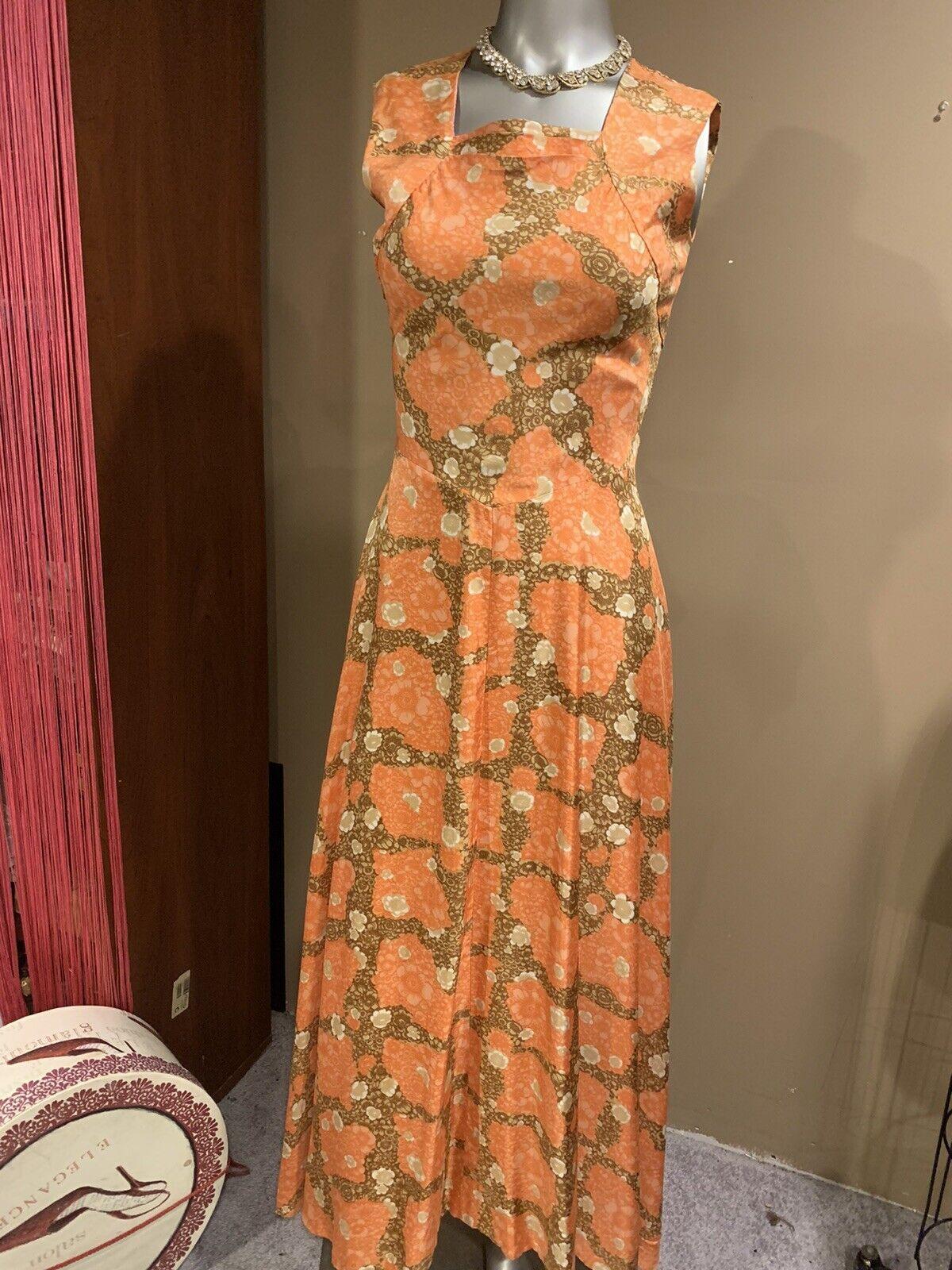 Elegant 1940's Fabulous Dress - image 10