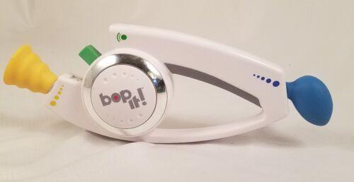 BOP IT 2008 HASBRO HAND HELD ELECTRONIC REFLEX GAME WHITE BOP TWIST PULL SHOUT