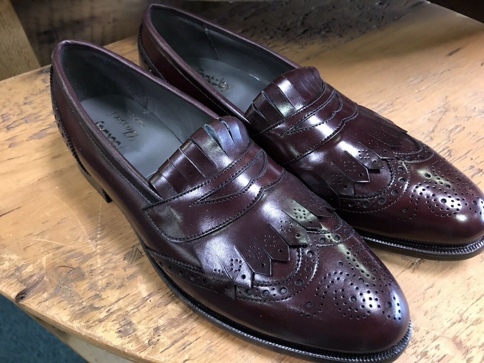 Nuevo  FOOTJOY CLASSICS Borgoña punta del ala flecos Mocasín Talla 11.5 a (extra estrecho)