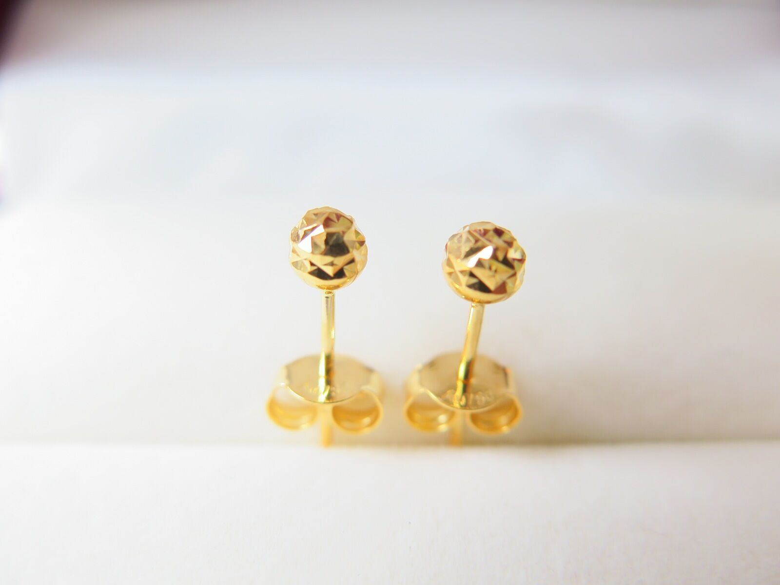 Best Gift 18K Yellow gold 4mm Carved Ball Stud Earrings Au750