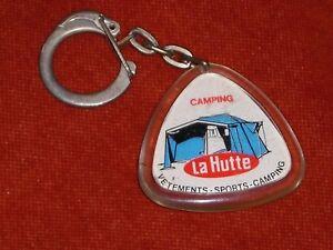 Porte-cle-Keychain-CAMPING-LA-HUTTE-Vetements-sports-SKI