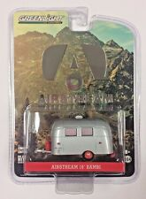 Greenlight HOBBY EXCLUSIVE Airstream Bambi w/Curtains TRAILER HITCH & TOW 1:64