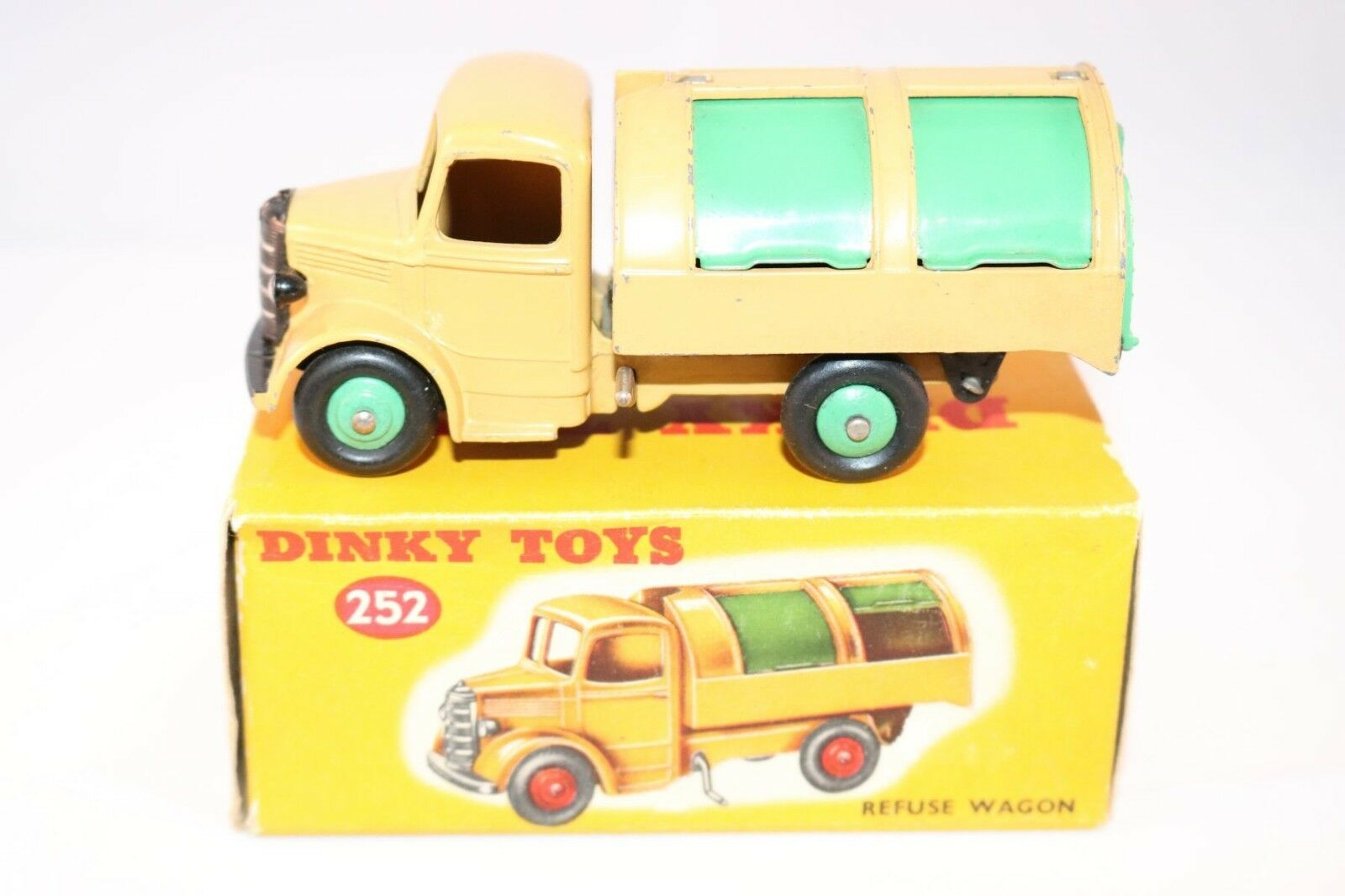 Dinky Toys 252 Bedford Refuse Truck with very SCARCE Verde wheels Very Rare